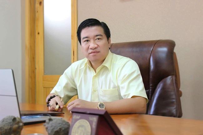 """Chân dung """"ông trùm"""" BĐS Nguyễn Đình Trung nhận hỗ trợ trả lương cho HLV Park Hang-seo. - Ảnh 2."""