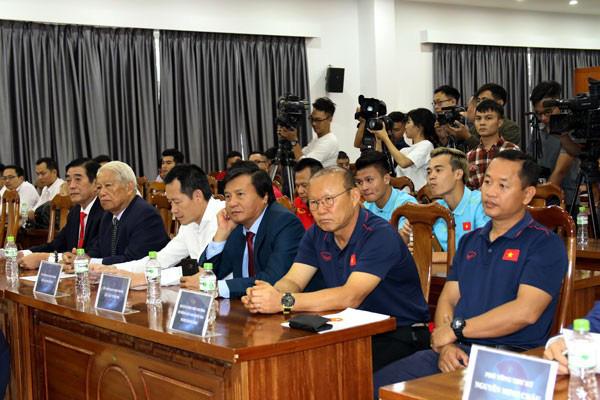 """Chân dung """"ông trùm"""" BĐS Nguyễn Đình Trung nhận hỗ trợ trả lương cho HLV Park Hang-seo. - Ảnh 1."""