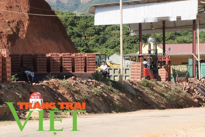Công ty CP VLXD Sông Mã ở Sơn La: Bị đình chỉ nhưng vẫn hoạt động - Ảnh 4.