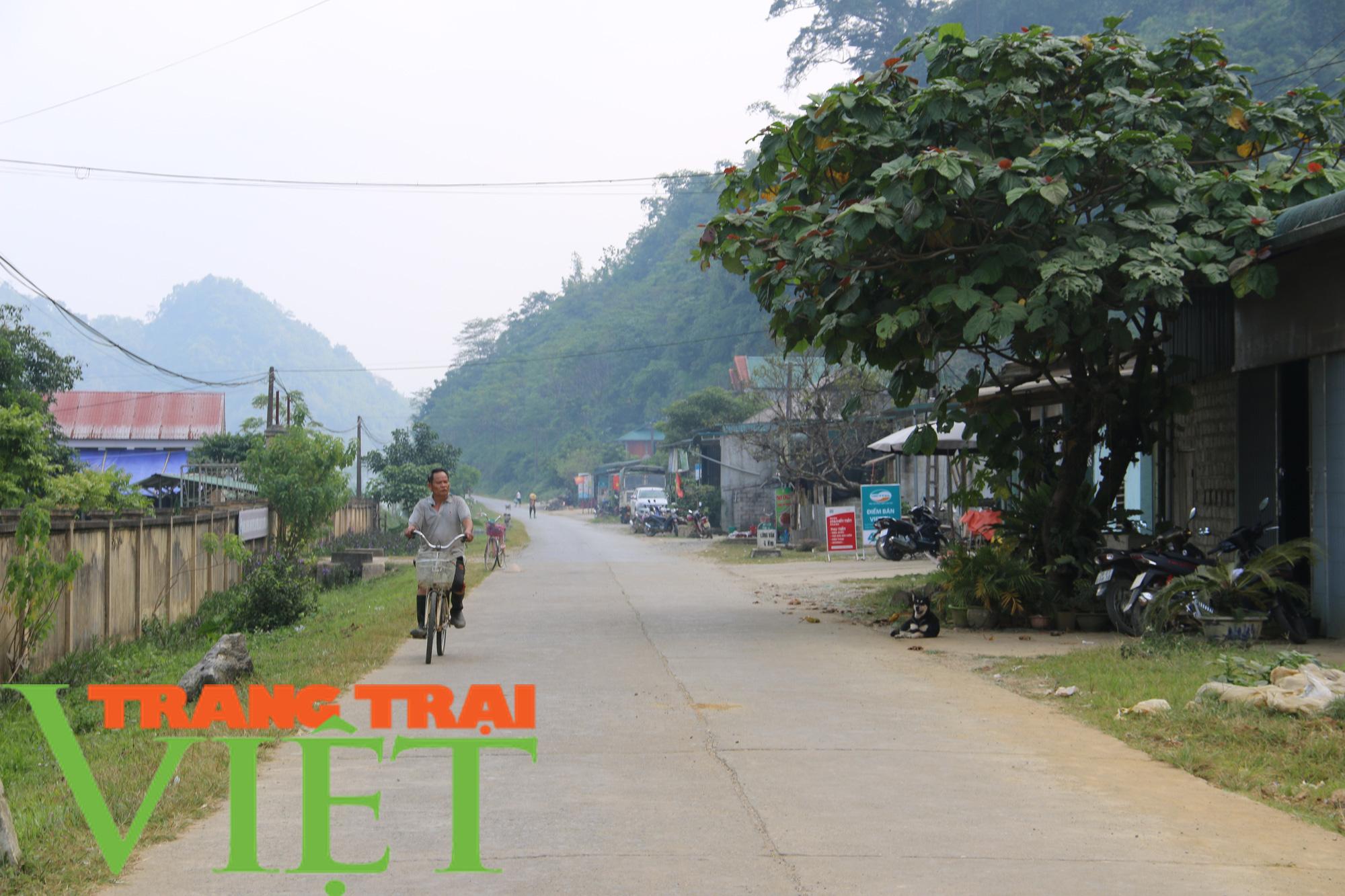 Người dân Hát Lót phấn khởi khi có đường giao thông rộng và đẹp - Ảnh 2.