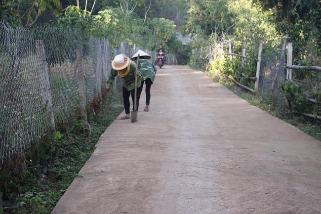 Yên Châu bảo vệ môi trường trong xây dựng NTM - Ảnh 1.