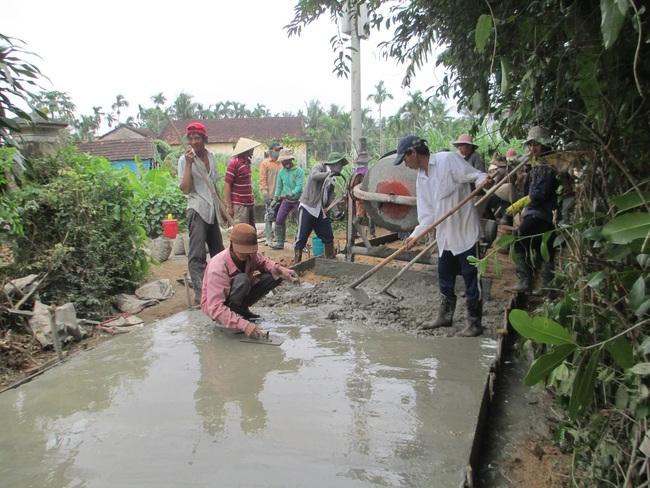 Quảng Ngãi: Nông dân xung kích trong xây dựng NTM  - Ảnh 3.