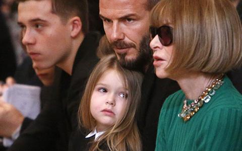 Con gái David Beckham đáng yêu trên hàng VIP