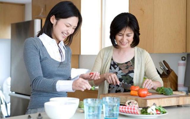 Lần đầu ăn Tết nhà chồng, con dâu suýt làm cháy bếp