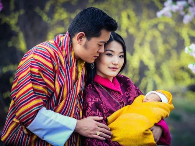 Hoàng tử mới sinh, dân Bhutan trồng 10 vạn cây ăn mừng