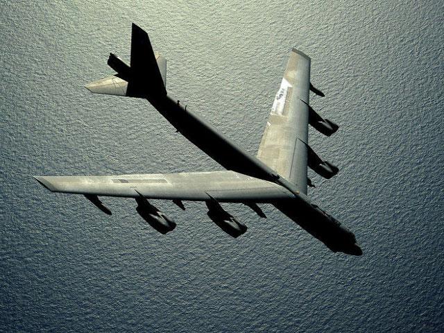 """Mỹ điều 3 """"pháo đài bay"""" B-52 tập trận sát Nga"""