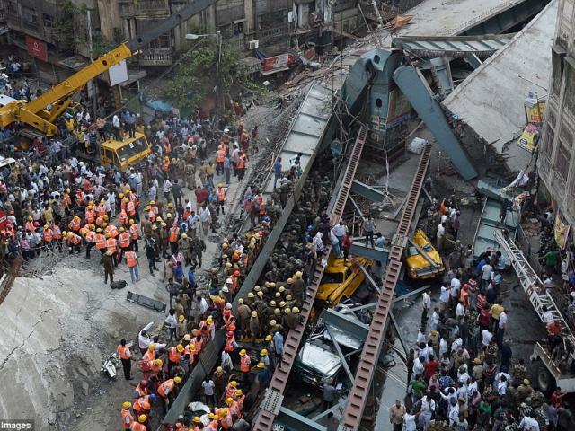Sập cầu vượt ở Ấn Độ chết 20 người: Lỗi tại Chúa?