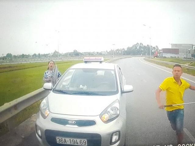 Tài xế taxi đi ngược chiều, rút ống sắt dọa đánh người khai gì?