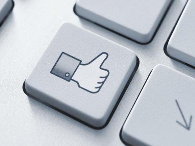 """""""Giờ vàng"""" đăng status câu Like trên Facebook"""
