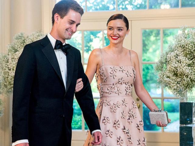 Rộ tin siêu mẫu Miranda sắp cưới bạn trai tỷ phú