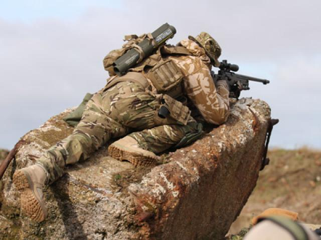 Một phát đạn, xạ thủ Anh diệt 4 tay súng IS cách 1,5 km