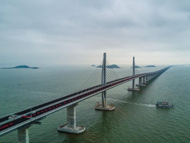 Ngắm cây cầu biển dài chưa từng thấy sắp hoàn thành ở TQ