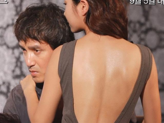 Đạo diễn của loạt phim 19+ bị kiện vì ép diễn viên đóng cảnh nóng