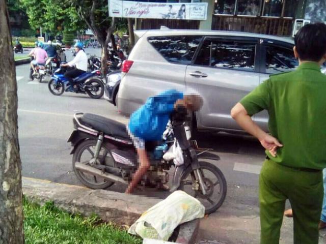Người đàn ông gục chết trên xe máy ở Sài Gòn