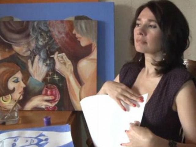 """Video: Nữ họa sĩ vẽ tranh bằng... """"gò bồng đào"""""""