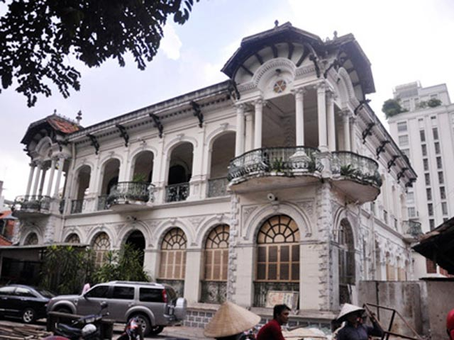 Ngắm biệt thự cổ giá gần 35 triệu USD giữa Sài Gòn