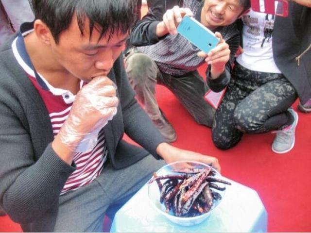 """""""Vã mồ hôi"""" xem cuộc thi ăn ớt giỏi nhất Trung Quốc"""