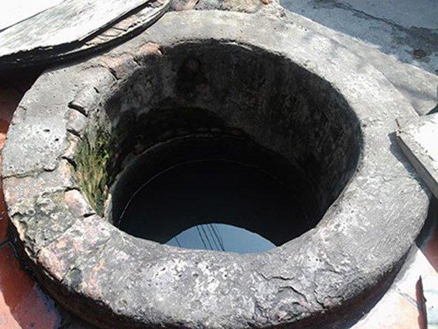 """Hai giếng cổ """"vuông - tròn"""" không bao giờ cạn giữa thành phố"""