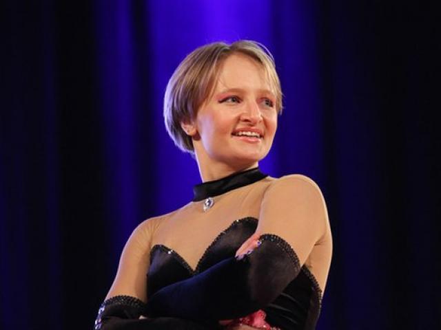 Ái nữ ông Putin nhảy cực sung trên truyền hình