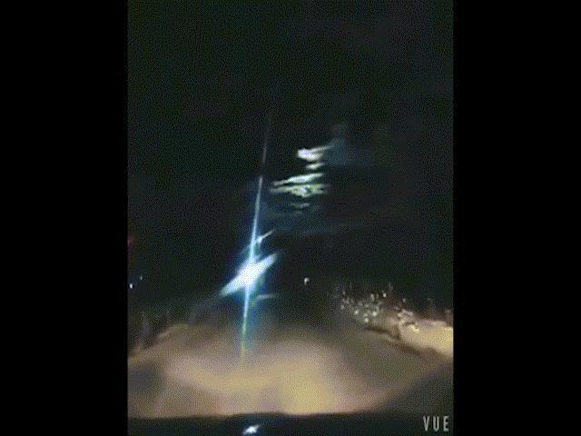 Thiên thạch phát nổ bằng 540 tấn TNT sáng lòa trời đêm TQ