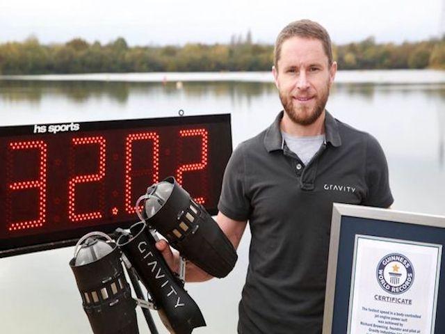 """Video: """"Iron Man"""" bay ngoài đời thực, xác lập kỷ lục thế giới"""