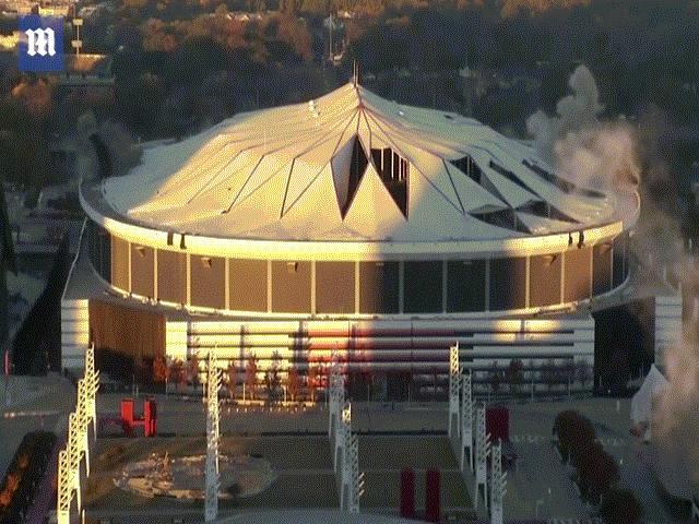 Mỹ: Đánh sập sân vận động 7 vạn chỗ trong 15 giây