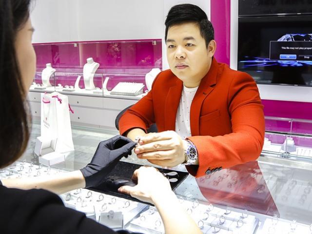 Quang Lê giàu có cỡ nào lại phải bán nhẫn kim cương 2 tỷ làm liveshow?