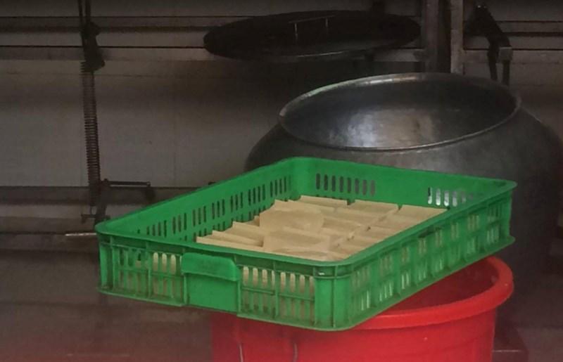 Một số cơ sở vì lợi nhuận dùng thạch cao công nghiệp làm đậu hũ gây ảnh hưởng sức khỏe. Ảnh: Nguyên Võ