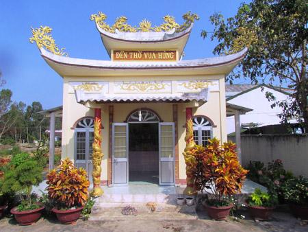 Đền thờ Vua Hùng ở ấp Giao Khẩu.