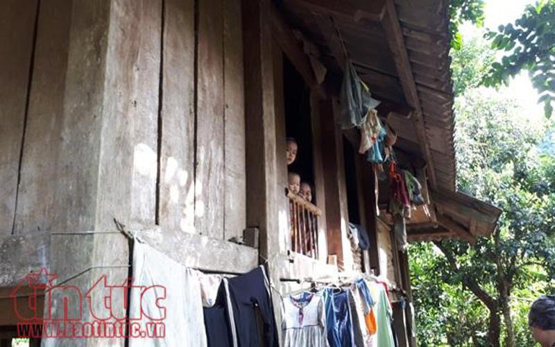 Du khách có dịp trò chuyện với người dân, tìm hiểu cuộc sống. Anh Trần Văn Long, một hộ làm du lịch cộng đồng tại bản Ngòi cho biết: