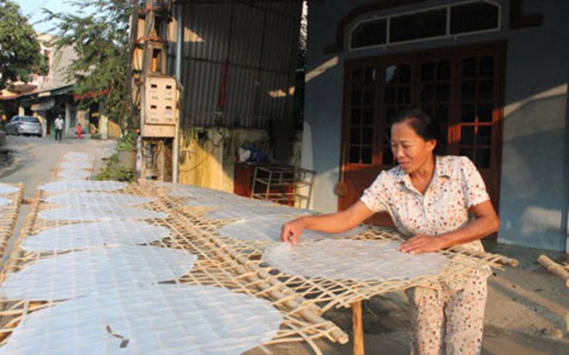 Thực hiện tiêu chí xây dựng nông thôn mới HTX Hợp Lực (Bạch Thông) đã được thành lập để sản xuất bánh phở