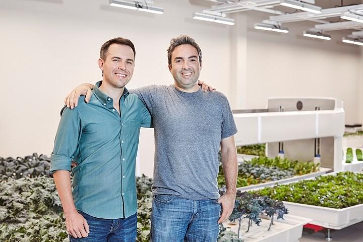 Brandon Alexander và Jon Binney, đồng sáng lập (CEO) Iron Ox. (Ảnh: Tech Crunch).