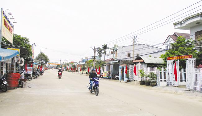 Nhiều tuyến đường giao thông nông thôn trên địa bàn huyện Duy Xuyên do Công ty ông Phan Ngọc Anh đóng góp và xây dựng khang trang.