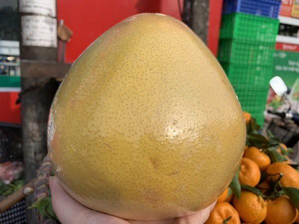 Bưởi Trung Quốc nặng trung bình trên dưới 2kg, có quả nặng tới 3kg.