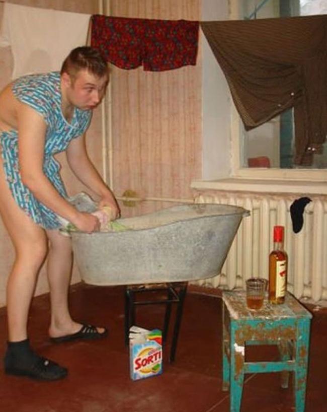 Chờ tí vợ ơi, anh giặt sắp xong rồi.
