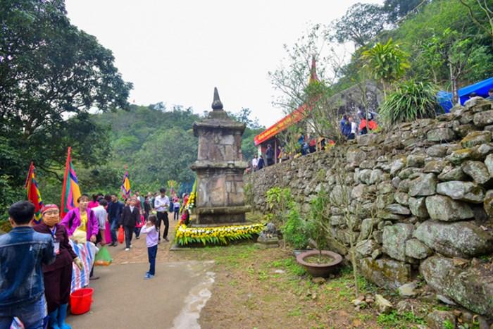 Tháp Phật Hoàng, nơi giữ một phần xá lỵ của Phật Hoàng Trần Nhân Tông.