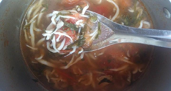 Canh chua cá ngần giúp chống ngán và giải nhiệt ngày hè. (Ảnh: Danviet)