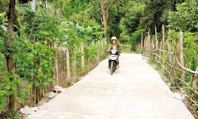 Đời sống được nâng lên, bà con các dân tộc trong huyện Sông Mã tích cực đóng góp xây dựng NTM qua các chương trình: Kiên cố hóa giao thông, nhà lớp học, trạm y tế…