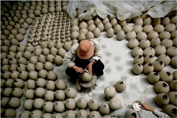 Tại đây, các bạn có thể chiêm ngưỡng, mua sắm các sản phẩm gốm sứ xinh xắn ở trong chợ và cửa hàng của các gia đình. Ảnh sưu tầm