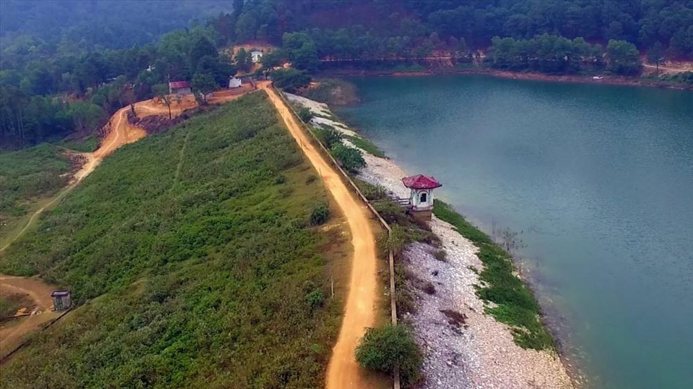 Khu du lịch núi Hàm Lợn thuộc địa phận huyện Sóc Sơn, thành phố Hà Nội. Từ lâu là điểm du lịch ngắn ngày ưa thích của nhiều bạn trẻ. Ảnh sưu tầm