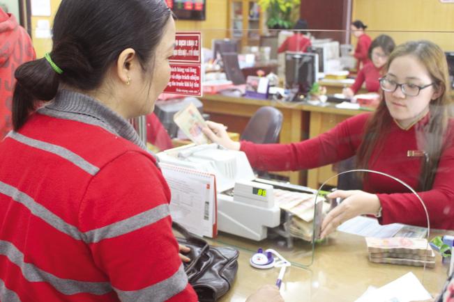 """Cho vay theo dòng tiền đang được nhiều chi nhánh Ngân hàng Agribank triển khai để gỡ """"nút thắt""""  tín dụng cho các HTX, doanh nghiệp và nông dân. QH"""