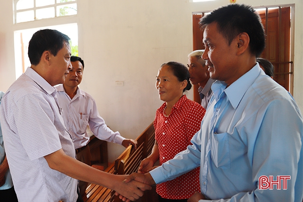Đoàn liên ngành tỉnh khảo sát, lấy ý kiến về sự hài lòng của người dân trong xây dựng NTM.