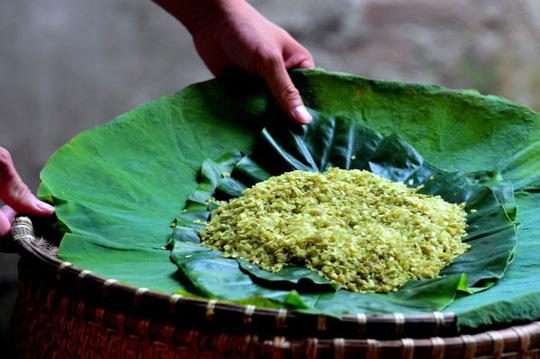 Cốm là một nét ẩm thực đặc trưng của mùa thu Hà Nội. Ảnh: I.T