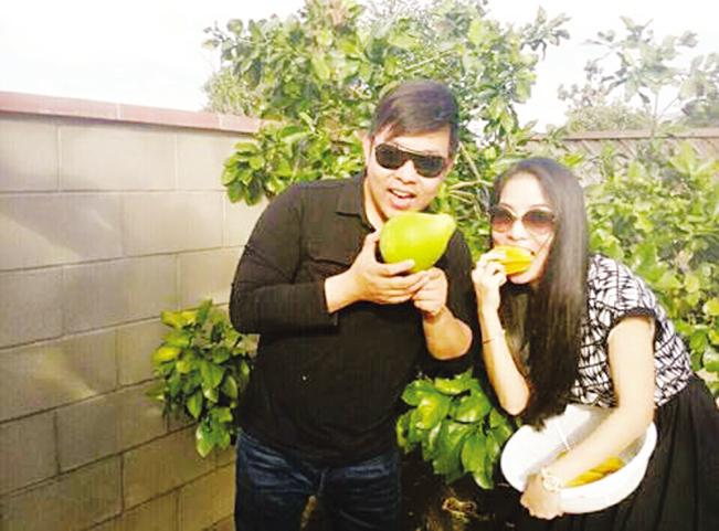Khu vườn của Bằng Kiều, Quang Lê ở Mỹ trồng nhiều trái cây Việt.