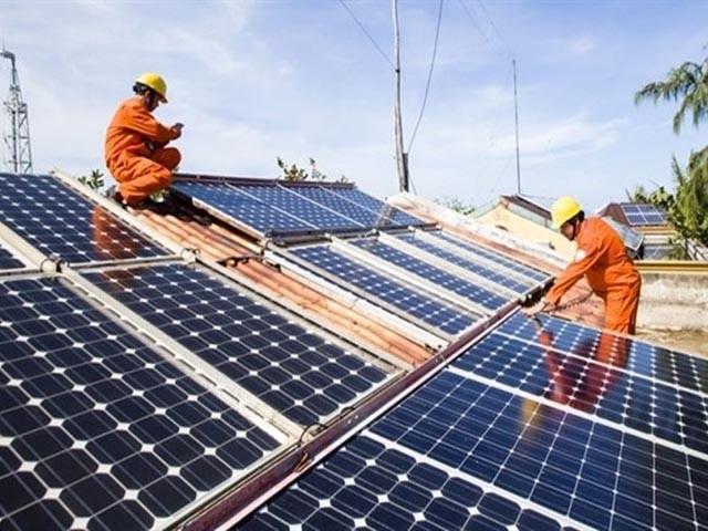 """Bất cập định nghĩa """"mái nhà"""" gây khó khi bán điện mặt trời, EVN """"cầu cứu"""" - Ảnh 1."""