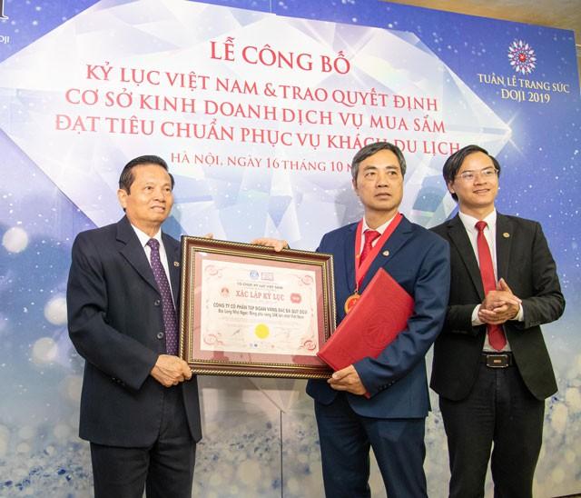 Hoa hậu Lương Thùy Linh rạng rỡ bên những bảo vật kỷ lục của DOJI - Ảnh 9.