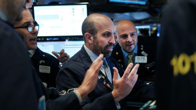 S&P 500 vượt 3.000 điểm giữa mùa báo cáo kinh doanh đầy lạc quan - Ảnh 1.