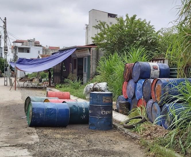 Cận cảnh làng thu gom dầu nhớt thải lớn nhất miền Bắc - Ảnh 6.