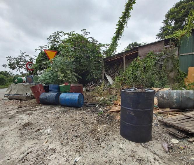 Cận cảnh làng thu gom dầu nhớt thải lớn nhất miền Bắc - Ảnh 7.