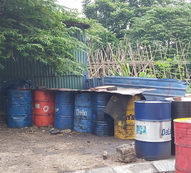 Cận cảnh làng thu gom dầu nhớt thải lớn nhất miền Bắc - Ảnh 8.